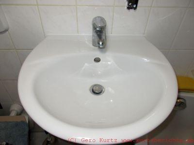 ratgeber silikonfuge am waschbecken fenster oder badewanne erneuern. Black Bedroom Furniture Sets. Home Design Ideas